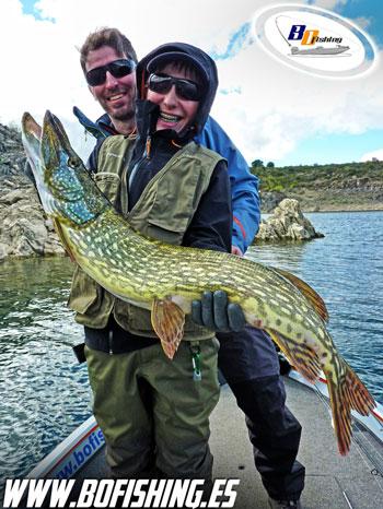 pesca de lucios en ricobayo